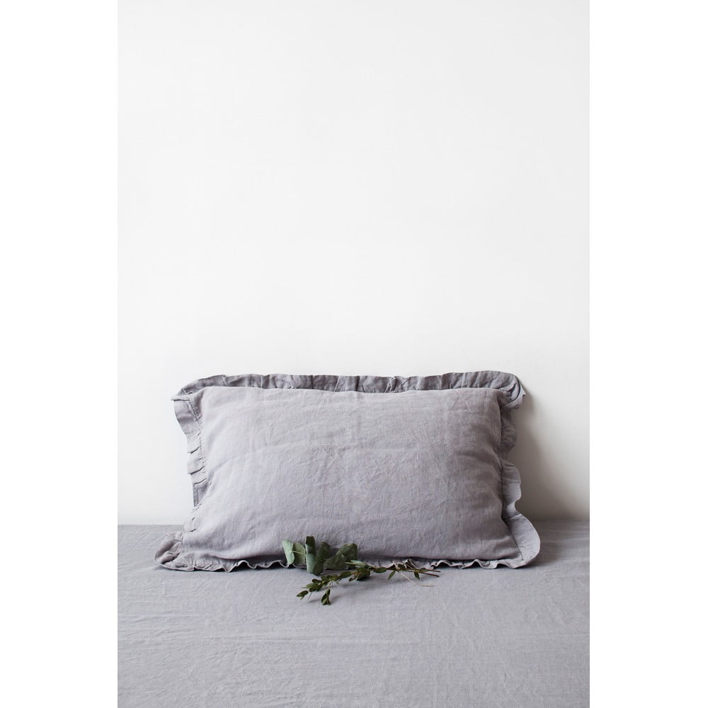Světle šedý lněný povlak na polštář s řaseným lemem Linen Tales, 50 x 60 cm