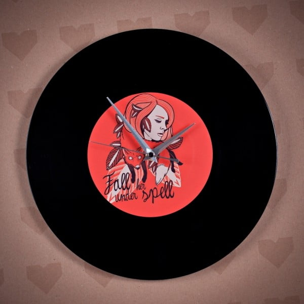 Vinylové hodiny Fall under her Spell