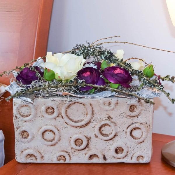 Květinová dekorace od Aranžérie, tmavý pryskyřník