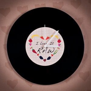 Vinylové hodiny I Love it Raw
