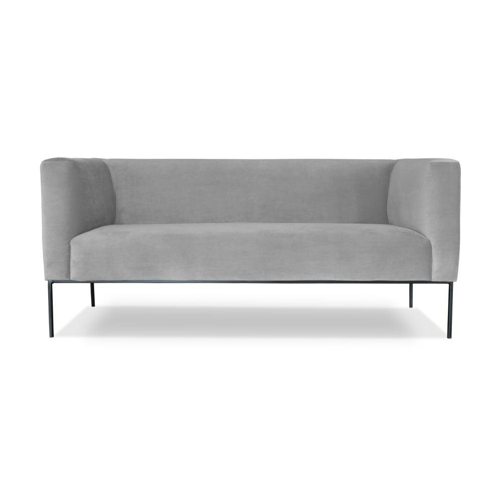 Světle šedá dvojmístná pohovka Windsor & Co. Sofas Neptune