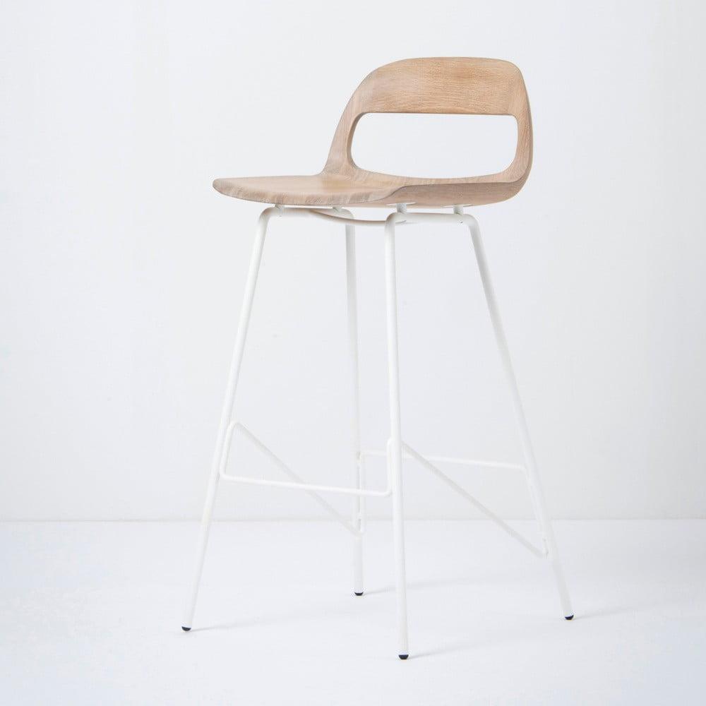 Barová židle se sedákem z masivního dubového dřeva a bílými nohami Gazzda Leina, výška 94 cm