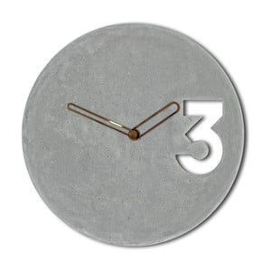 Betonové hodiny s ohraničenými ručičkami měděné barvy od Jakuba Velínského