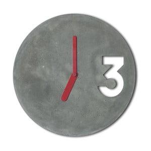 Betonové hodiny od Jakuba Velínského, plné červené ručičky