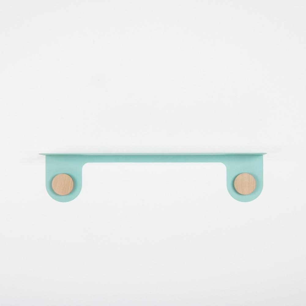 Nástěnná zelená police z oceli s detailem z dubového dřeva se 2 háčky Gazzda Hook, délka60cm