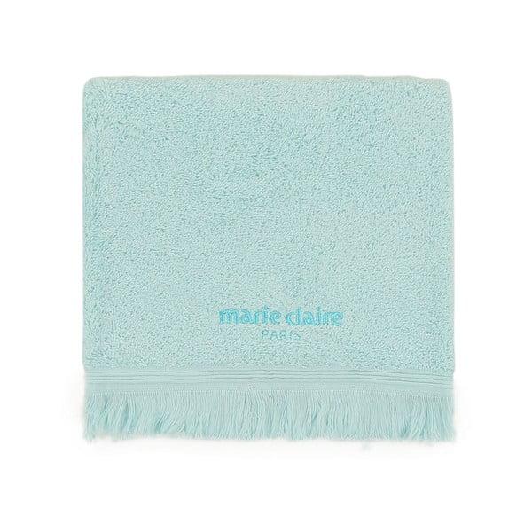 Modrý ručník na ruce Marie Claire