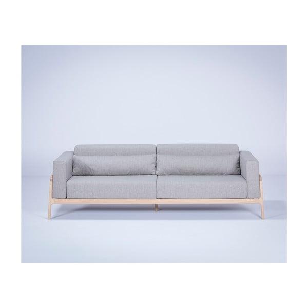 Szara sofa z konstrukcją z litego drewna dębowego Gazzda Fawn Plus, 240 cm