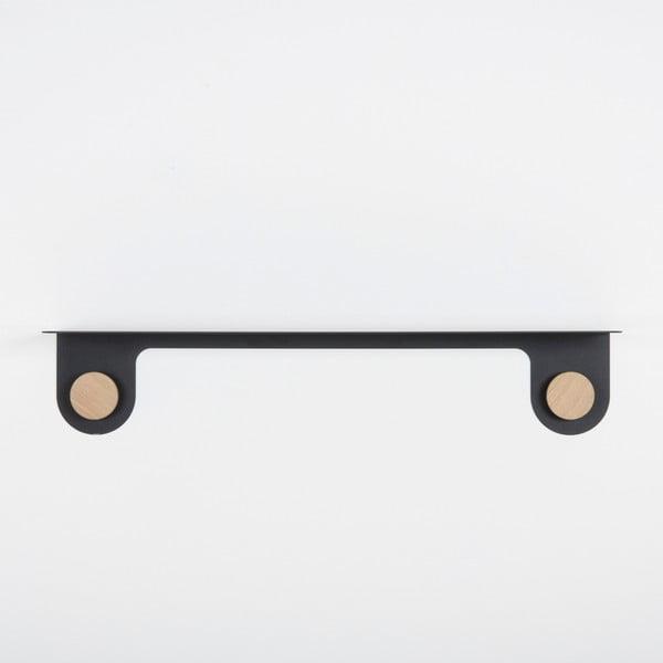 Nástěnná černá police z oceli s detailem z dubového dřeva se 2 háčky Gazzda Hook, délka70cm