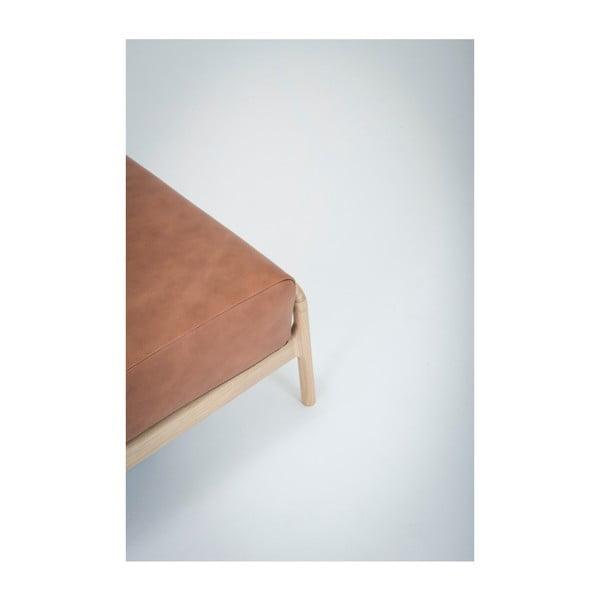 Koňakově hnědá podnožka z buvolí kůže s konstrukcí z masivního dubového dřeva Gazzda Fawn