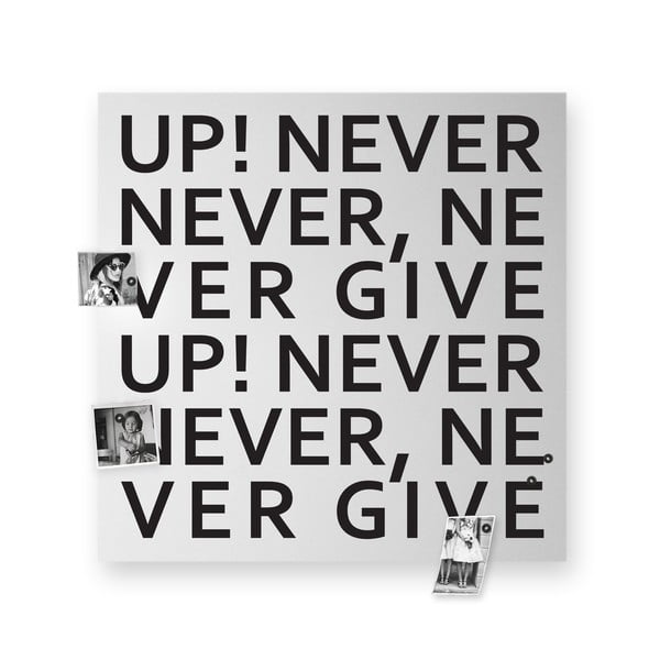 Magnetická tabule dESIGNoBJECT.it Never Give Up, 50 x 50 cm
