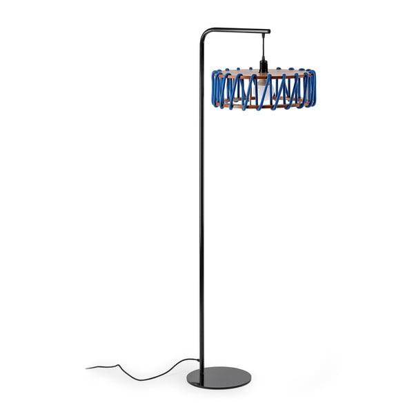 Stojací lampa s černou konstrukcí a velkým modrým stínidlem EMKO Macaron