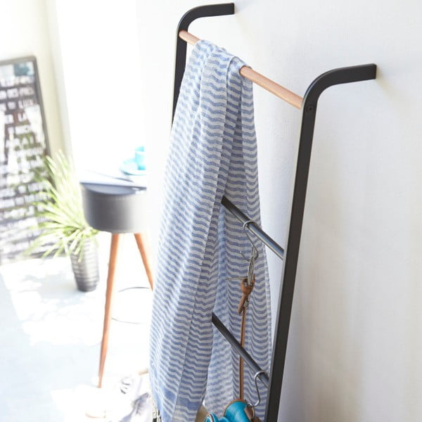 Černý dekorativní žebřík Yamazaki Tower Ladder