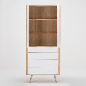 Vitrină cu construcție solidă din lemn de stejar cu 4 sertare Gazzda Ena, 90 cm h de la Gazzda