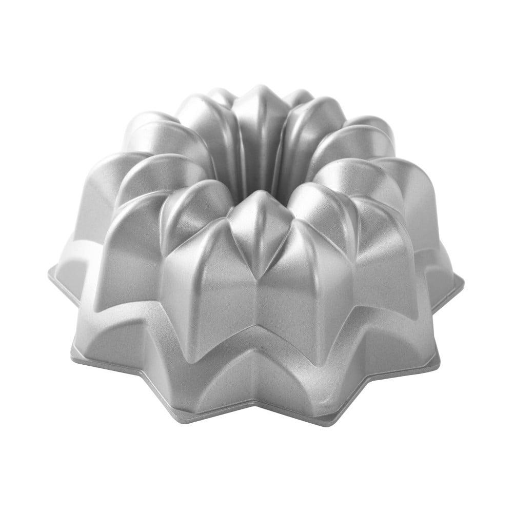 Forma na bábovku ve stříbrné barvě Nordic Ware Star, 2,4 l