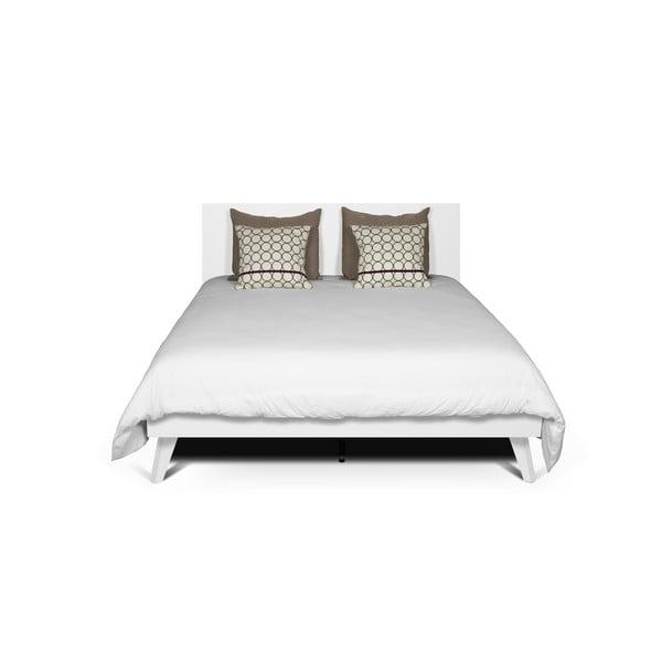 Biela posteľ s nohami z masívneho dreva TemaHome Mara, 180 × 200 cm
